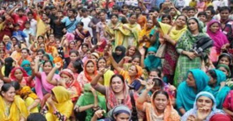 তেঁজগাঁওয়ে ছাঁটাইয়ের প্রতিবাদে সড়কে গার্মেন্টস কর্মীরা
