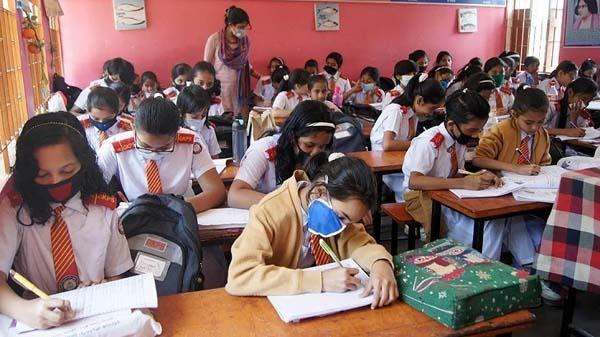 ফি আদায়ে বেপরোয়া শিক্ষাপ্রতিষ্ঠান