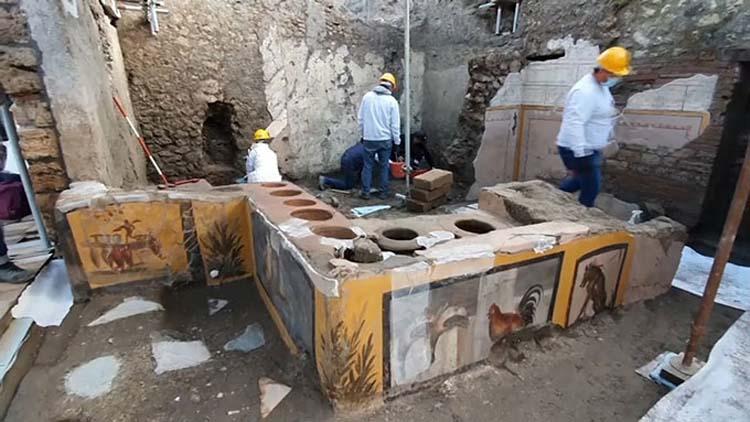 ইতালির পম্পেই ২ হাজার বছরের প্রাচীন রেস্তোরাঁর সন্ধান