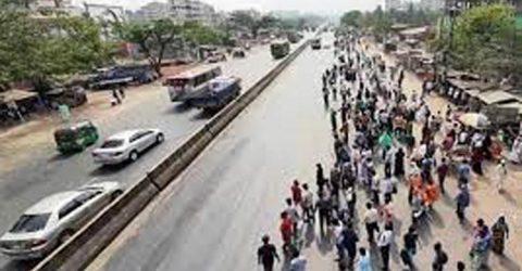 ঢাকা-চট্টগ্রাম মহাসড়ক এক ঘণ্টা অবরোধ