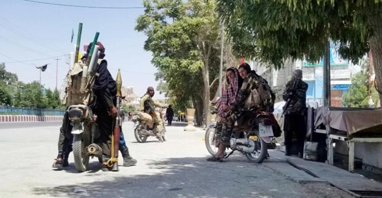 অপ্রতিরোধ্য তালেবান, আফগানিস্তান ছাড়তে ব্যস্ত মার্কিনিরা