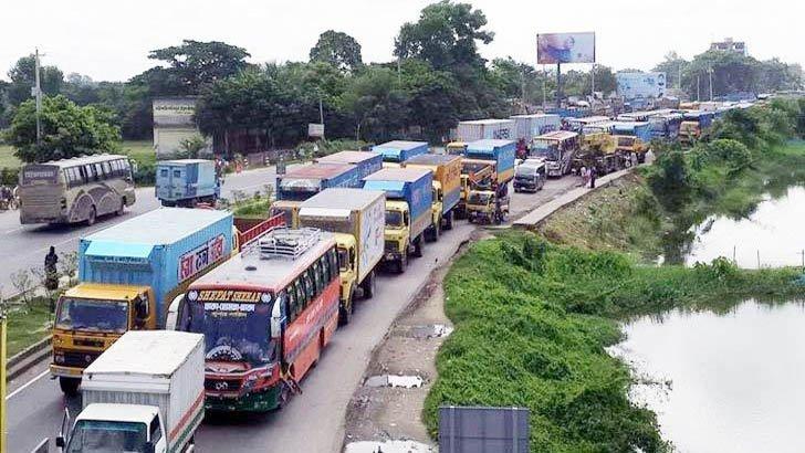 ঢাকা-টাঙ্গাইল-বঙ্গবন্ধু সেতু মহাসড়কে তীব্র যানজট