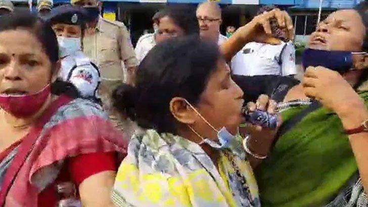 অন্যায়ভাবে বদলি, ভারতে একসঙ্গে ৫ শিক্ষিকার 'বিষপান'