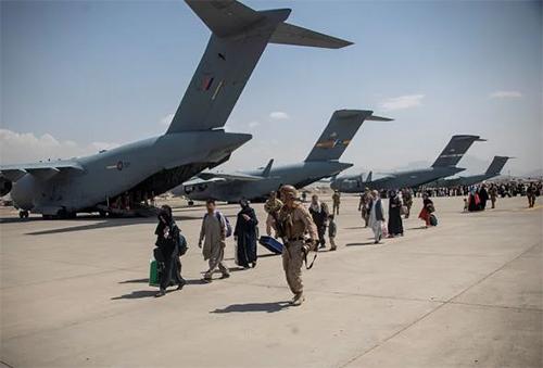 আফগানিস্তানে দূতাবাস খোলা রাখবে চীন, দেবে সহায়তাও