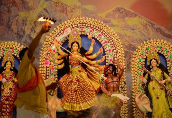 বাঙালি হিন্দু সম্প্রদায়ের  ধর্মীয় উৎসব শারদীয় দুর্গাপূজা  শুরু